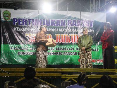 Diskominfo Bantul Bersama KIM Sedyo Rukun Dsn Bongsren, Gilangharjo Menyelenggarakan Pertunjukan Rakyat Guyon Maton di Kediaman Bp. Sugeng (12/07)