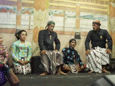 KIM Guyup Rukun Bersama Dikominfo Bantul Menggelar Pertunjukan Rakyat di Dusun Grogol, Parangtritis (20/08)